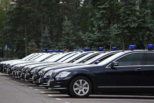 У новой Госдумы – в 1,5 раза больше машин с «мигалками»