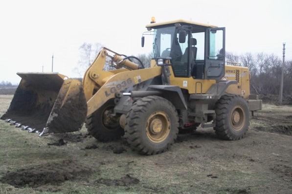 Что будет, если суровая челябинская легковушка протаранит трактор? ВИДЕО