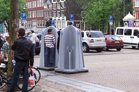 Писсуары на тротуаре: В России появятся открытые мужские туалеты