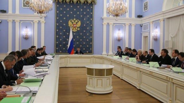 Россия затягивает пояса и портупеи: На медицину в 2017 году потратим на треть меньше, зато на оборону будем тратить триллионы