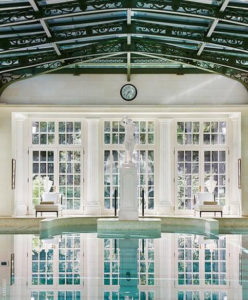 Как живут миллиардеры: 118 комнат на «скромной даче» владельца ММК Рашникова