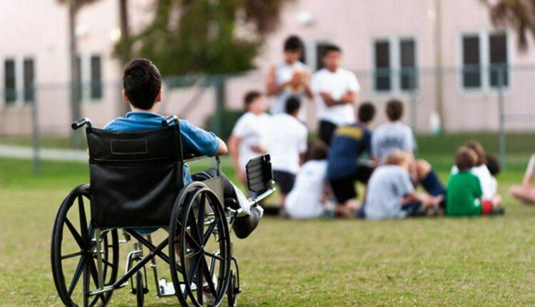 Два стакана молока: Правительство отказало детям-инвалидам в индексации пособия на 36 рублей