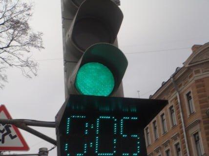 Светофоры с обратным отсчётом времени – на каждый перекрёсток: Смысл законопроекта Виталия Пашина от ЛДПР