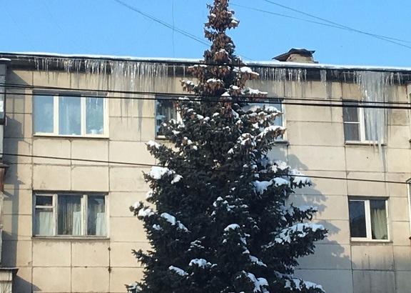 Осторожно! В Челябинске – двухметровые сосульки