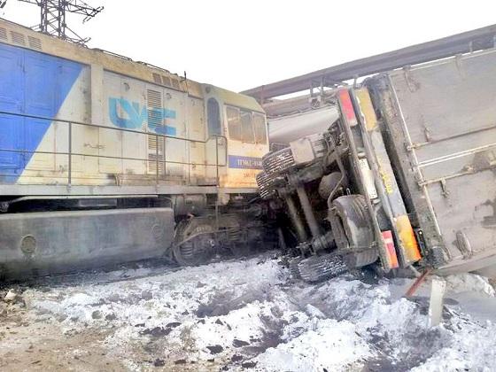Фура на ж/д путях в Магнитогорске: Как успел выскочить водитель – чудо…
