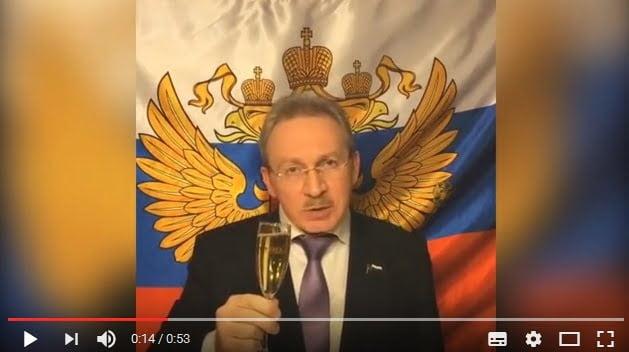 Не пора ли вызвать санитаров? Депутат Эрнест Макаренко разглядел руку КГБ и лапу Винни-Пуха в выборах Трампа. ВИДЕО