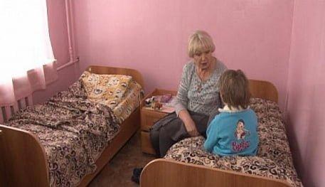 Одна дома: Мать заперла дверь и исчезла