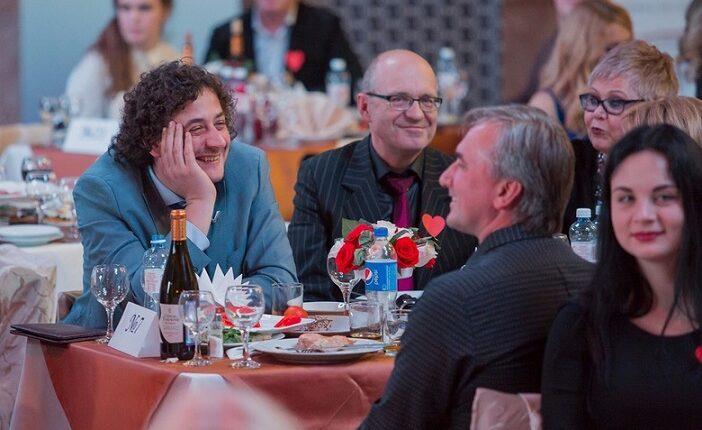 Благотворительный вечер в Челябинске: Как ВИПы пели, пили и пиарились