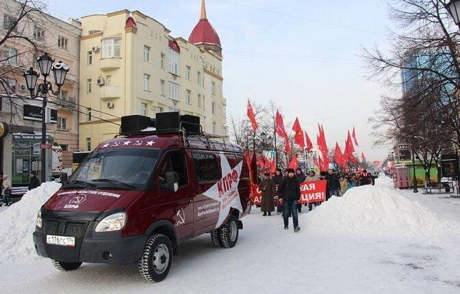 99-летие Октябрьской революции сегодня отмечают 14% россиян, а Хэллоуин отпраздновал 21% молодёжи