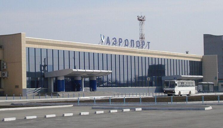 В Челябинском аэропорту инвалидов выносят на руках