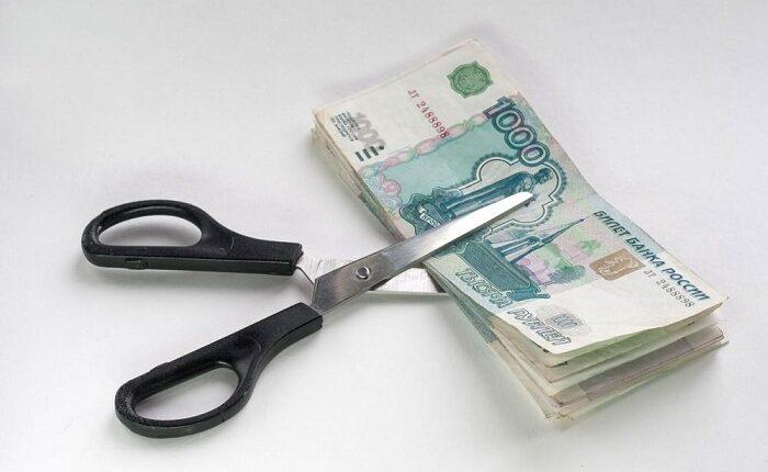 У 20% россиян сократили зарплату
