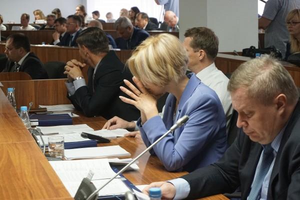 Депутаты в Магнитогорске сэкономили на детях и уронили рейтинг Путина