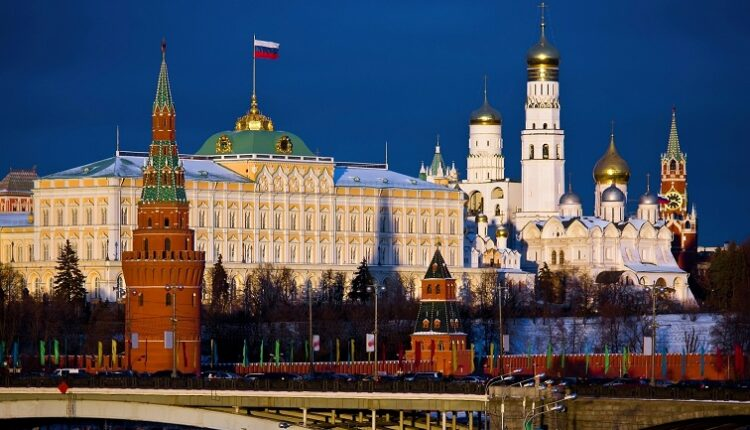 Путин расчищает информационное поле