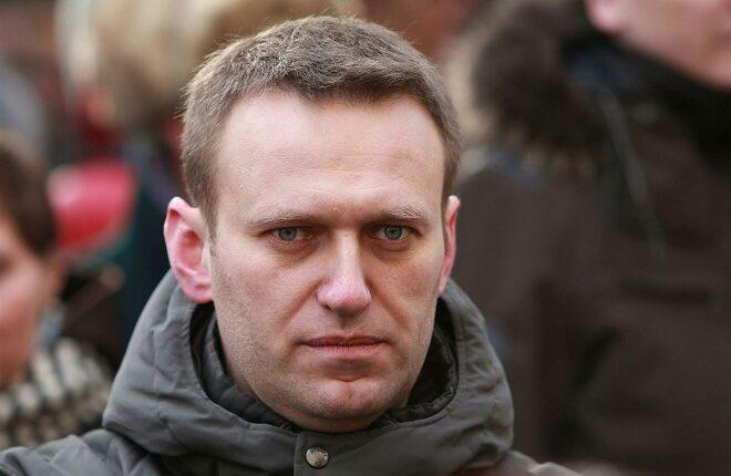 Навального приговорили к пяти годам условно