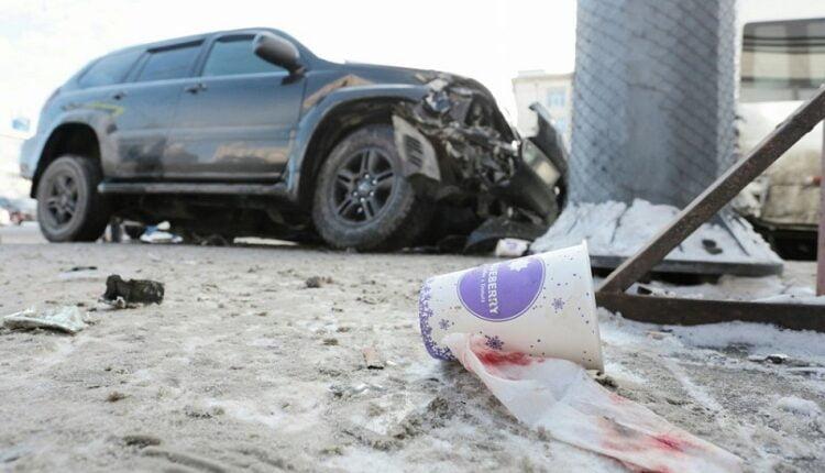 Страшная авария в Челябинске: Внедорожник сбил четырёх человек на остановке