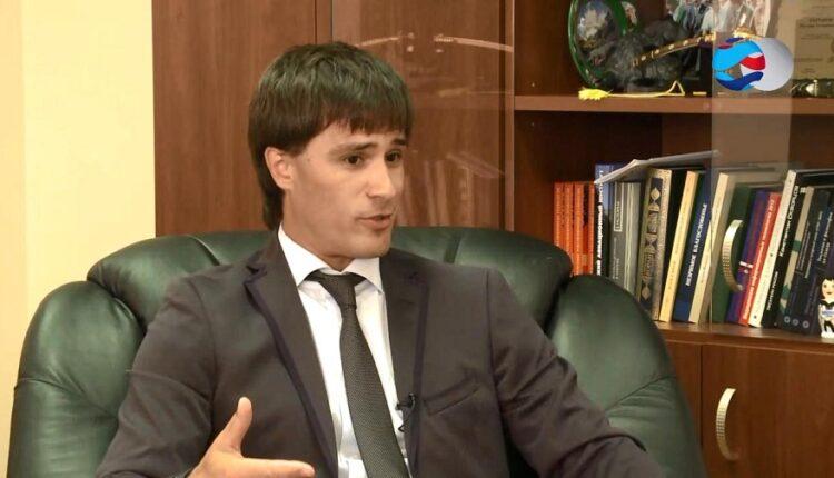 Челябинский вице-губернатор Руслан Гаттаров устроил скандал в самолёте