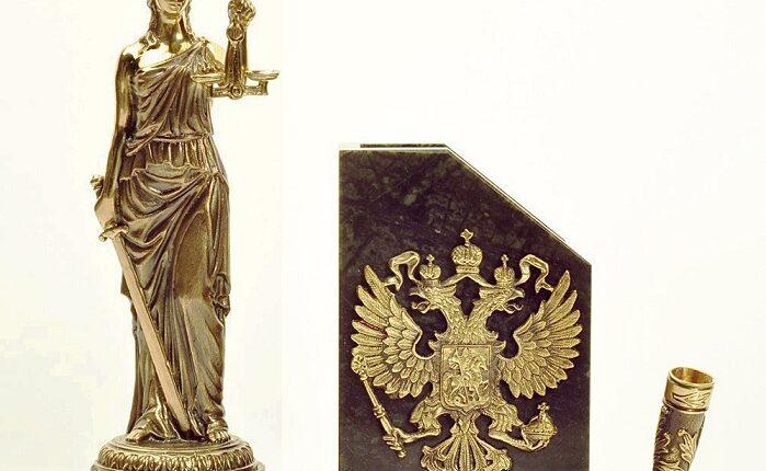 Большинство россиян считают судей взяточниками