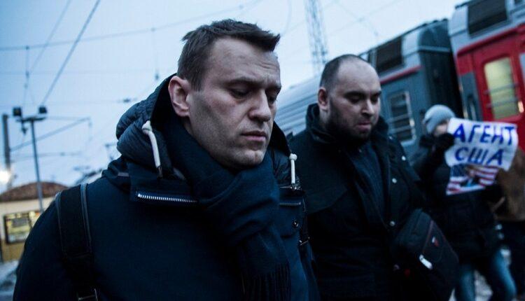 Оппозиционера Навального закидали яйцами в Уфе