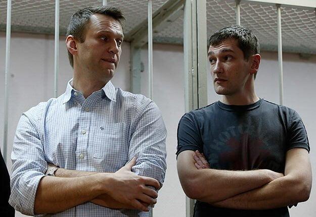 Навальный оставил брата в тюрьме