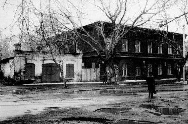 старые фотографии улицы коммуны соблюдать одинаковую толщину