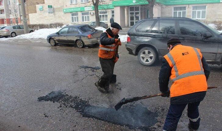 В Челябинске бюджетные деньги на дорожный ремонт решили тратить вдвое быстрее