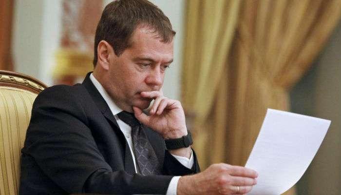 45% россиян проголосовали бы за отставку Медведева