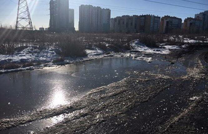Весна пришла: Микрорайон «Парковый-2» в Челябинске затопило фекалиями