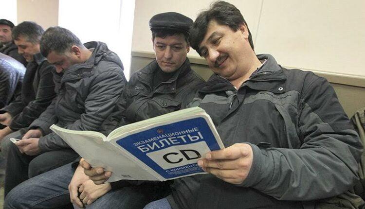 Гастарбайтеры продолжат ездить без российских прав