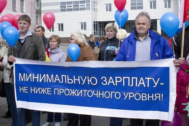Путин дал задание повысить МРОТ до прожиточного минимума
