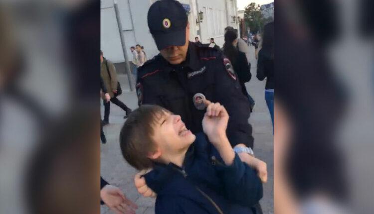 Попрошайка и провокатор: Единорос Неверов оскорбил 10-летнего чтеца «Гамлета»
