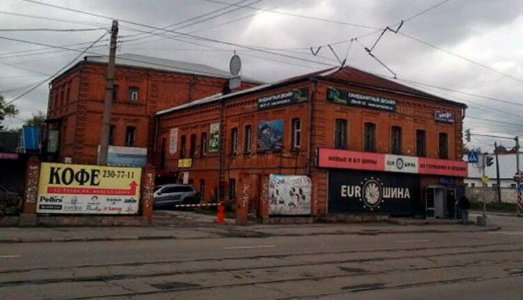 Исторический облик Челябинска уродует реклама