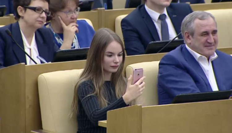 Кремль решил отобрать аудиторию у Навального. ВИДЕО