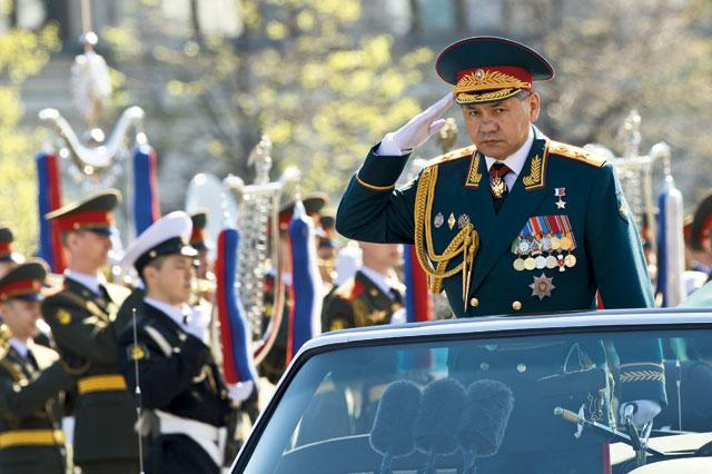 Министр обороны поздравил россиян с Днем Победы