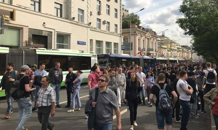 Силовики вытесняют людей с Тверской