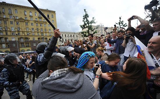 В Москве задержали около 700 человек, в Питере – 300. ВИДЕО