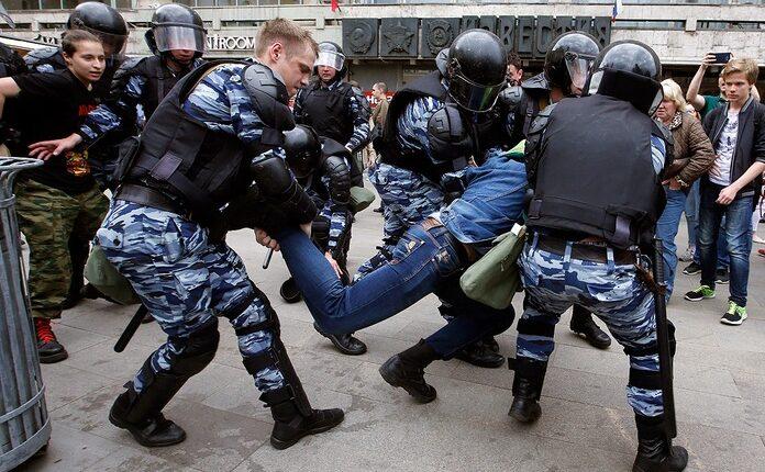 Полицейский беспредел: избиения задержанных на митинге 12 июня