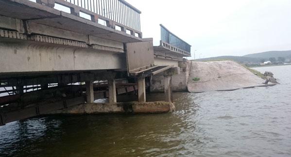 Рухнул мост на  Южном Урале. У губернатора Дубровского опять виноваты дети. ФОТО