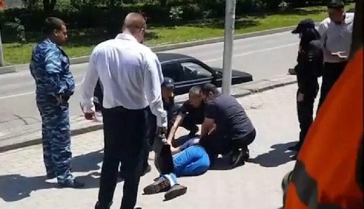 Стреляя по заключённому, полицейские ранили двух детей. Начальство их уже «отмазывает»