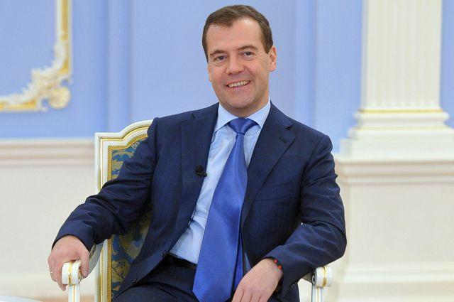 Дмитрий Медведев повысил прожиточный минимум, «подставив» Президента