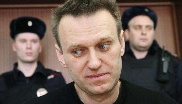 Навальному отменят условный срок. Однако могут заменить реальным