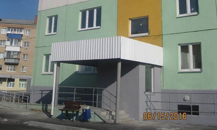 Компания губернатора Дубровского построила дом с трещинами и текущей крышей
