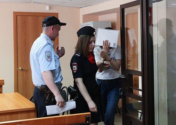 Учительницу челябинской гимназии посадили за торговлю спайсом