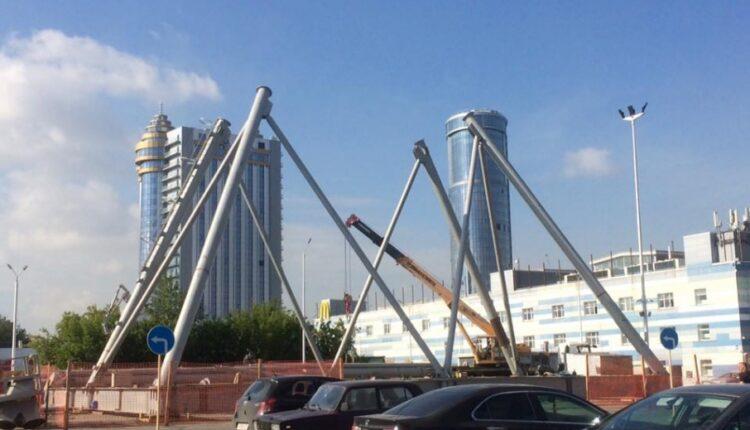 В Челябинске монтируют новое колесо обозрения. Плюсы и минусы
