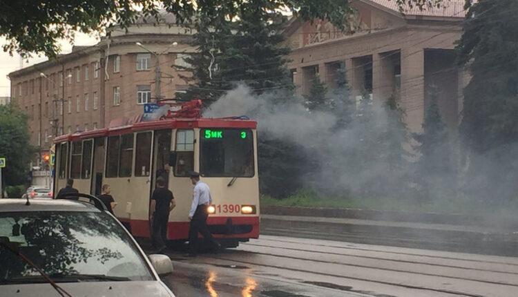 В Челябинске загорелся трамвай с пассажирами. ВИДЕО