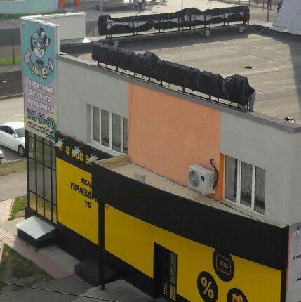 Вывеску пивного магазина в Челябинске стыдливо прикрыли от школьников
