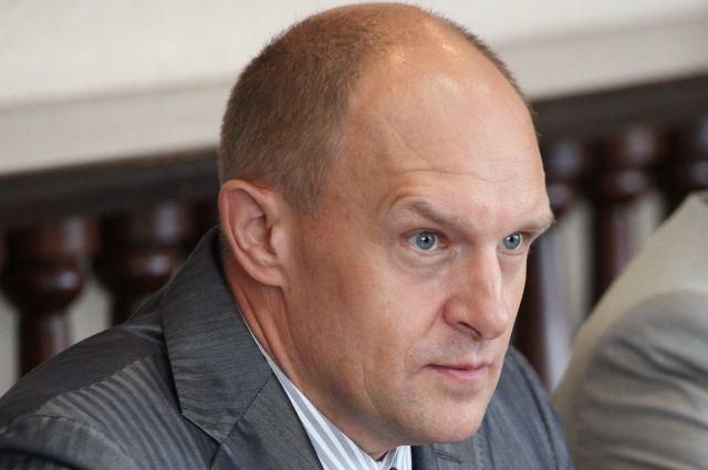 ФСБ проводит обыски в доме у экс-сити-менеджера Челябинска Сергея Давыдова