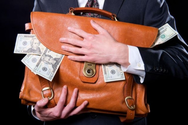Куда уходят медицинские деньги: на квартиры и премии руководителям ФОМС