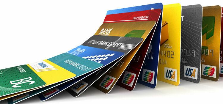 Россиянам запретят снимать деньги по анонимным банковским картам