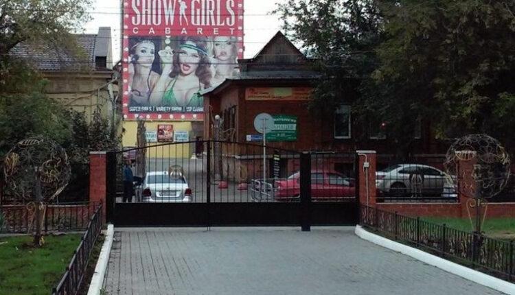 Стриптиз под окнами челябинской гимназии: родители возмущаются, власти бездействуют
