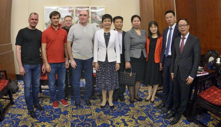 Агаповский casual: команда губернатора Дубровского опозорилась на весь Китай. ФОТО